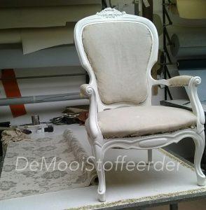 herstoffering antieke stoel 0001